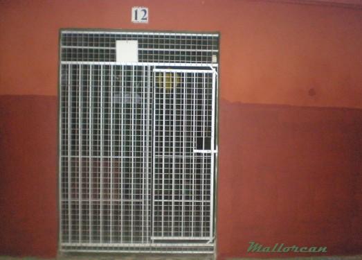 puerta-reforzada-con-paneles-de-malla-galvanizada